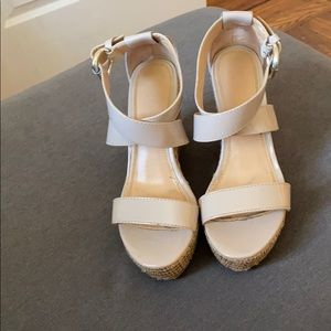 Woman's wedged shoes